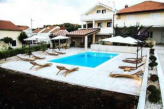 Ferienwohnung mit Poolnutzung und Klimaanlage