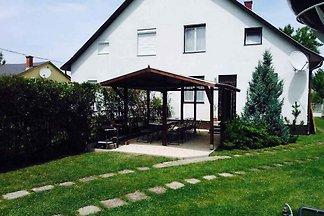 Ferienhaus 50 m zum Balaton mit eigenem Steg