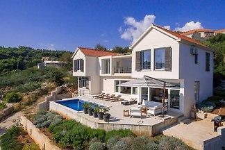 Villa Mit Meerblick und Pool