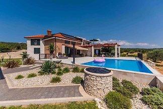 Ferienhaus modern und luxuriös mit Pool direk