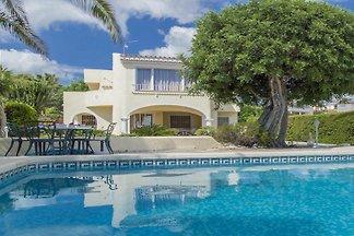 Villa mit privatem Aussenpool und Meerblick
