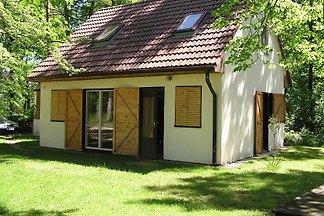 Ferienhaus mit Spielplatz nur 50 m vom Badete
