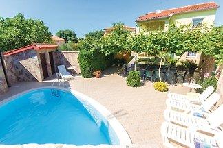 Ferienhaus mit Pool und Terrasse und Grill