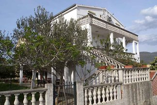 Ferienwohnung mit Terrasse und Gartenblick