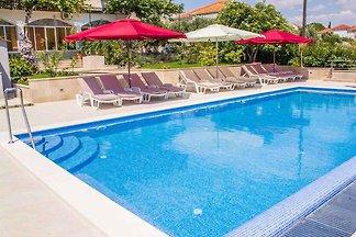 Ferienwohnung mit Pool und 80 m zum Strand