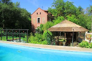 Ferienhaus mit einbautem solar beheiztem Pool