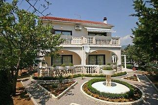 Ferienwohnung mit mediterranem Garten und