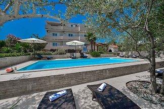 Ferienwohnung 350 m zur Adria mit Pool