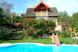 Ferienwohnung mit Pool und Balatonpanorama