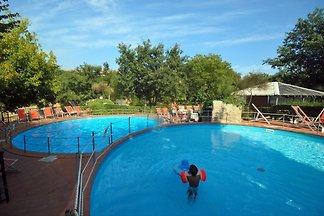 Bungalow mit Freibad und Whirlpool