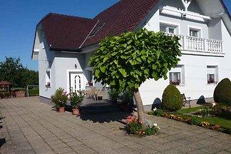 Ferienhaus mit Whirlpool, grossem Gartenpavil