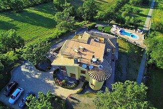 Villa mit Whirlpool und Aussenpool
