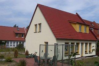 Ferienhaus mit Garten und Pavillon