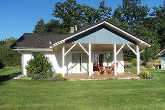 Ferienhaus mit Terrasse und Gartenmöbel