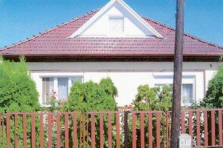 Ferienhaus mit Gartenmöbeln