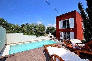 Villa mit Pool und privatem Strand