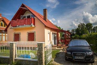 Ferienhaus mit moderner Einrichtung