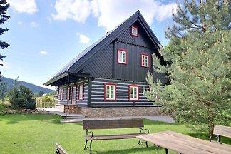 Ferienhaus mit stilvollen Holzmöbeln