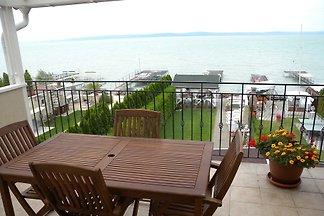 Ferienwohnung direkt am Balaton mit Steg
