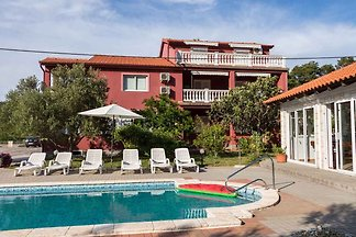 Ferienwohnung mit Pool und Grill