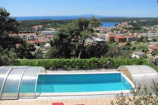 Ferienhaus mit Pool und Blick auf die