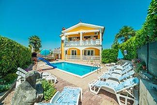 Ferienwohnung mit Pool und Klimaanlage