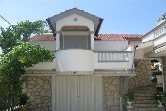 Studio mit Balkon und Klimaanlage