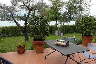 Ferienhaus mit Garten und Meerblick