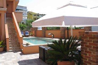 Ferienwohnung mit Balkon und 4 Klimaanlage