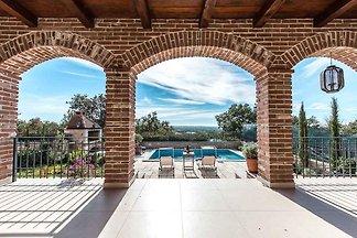 Villa mit Pool und schöner Aussicht