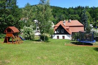Ferienhaus mit Kaminofen in Hanglage