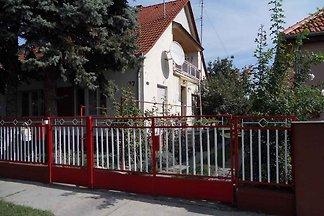 Ferienhaus mit schattigem Garten