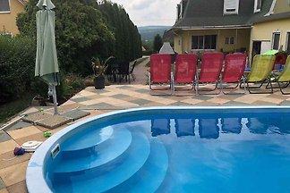 Ferienhaus mit Pool, Klima und moderner