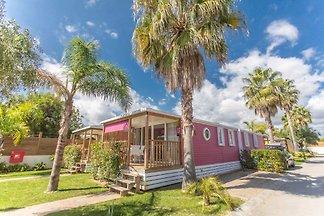 Bungalow in einer Ferienanlage in Strandnähe