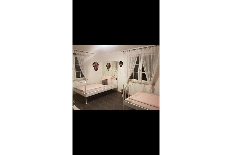 4 seperate Schlafzimmer mit insgesamt 6 Doppelbetten