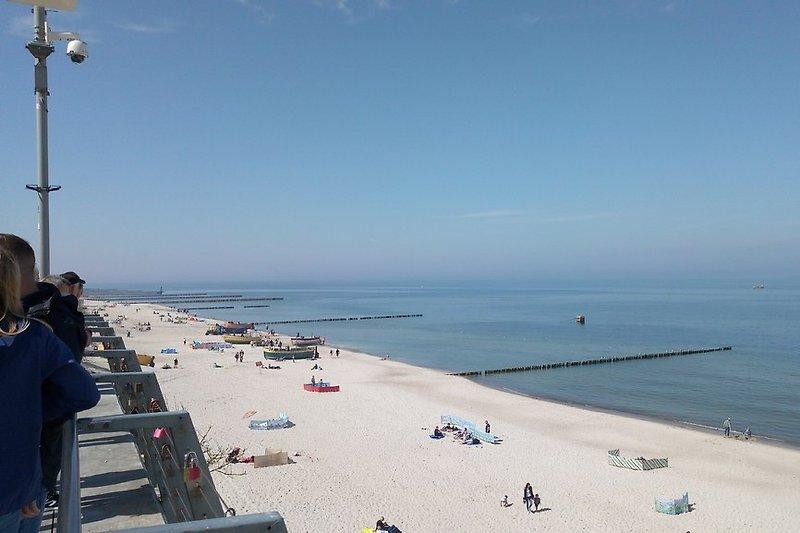 Strand mit Aussichtspunkt