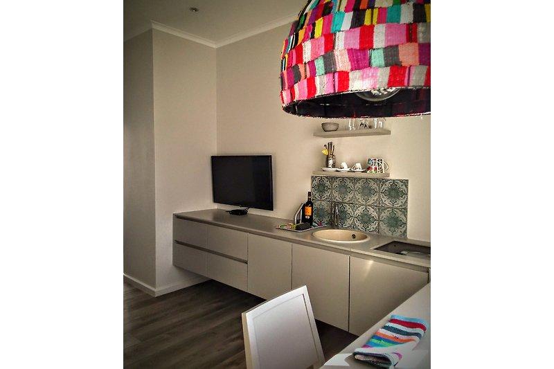 TV, Spuelbecken, Minibar fridge, 2 Sitzplaetze