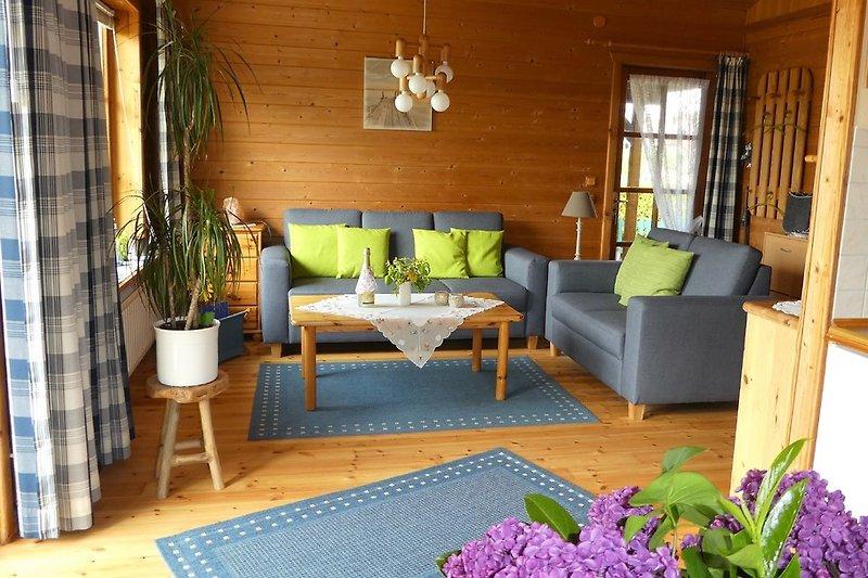 Gemütliches Wohnzimmer mit neuer Sofagarnitur