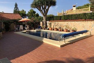 Sehr schönes Anwesen mit Meerblick, 1.000 qm abgeschlossenes Privatgrundstück in ruhiger Wohngegend, Privatpool, Garten, bis 6 Personen, Haustiere erlaubt, moderne Ausstattung.