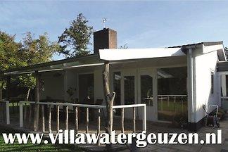 Villa Watergeuzen, Populierenlaan 6