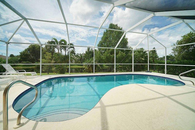 Villa Rose Garden - Pool und See