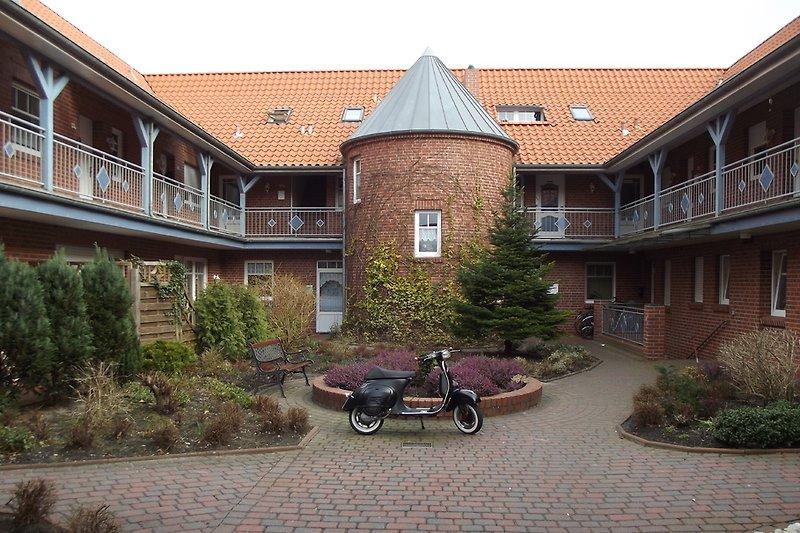 Innenhof mit Treppenturm