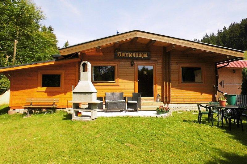 Blockhaus mit Grillkamin