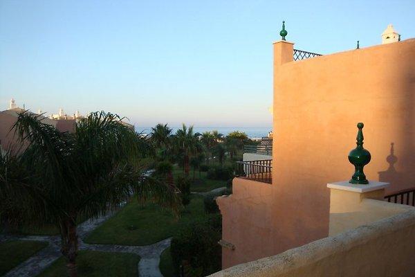 Blick auf das Meer von der oberen Terrasse aus