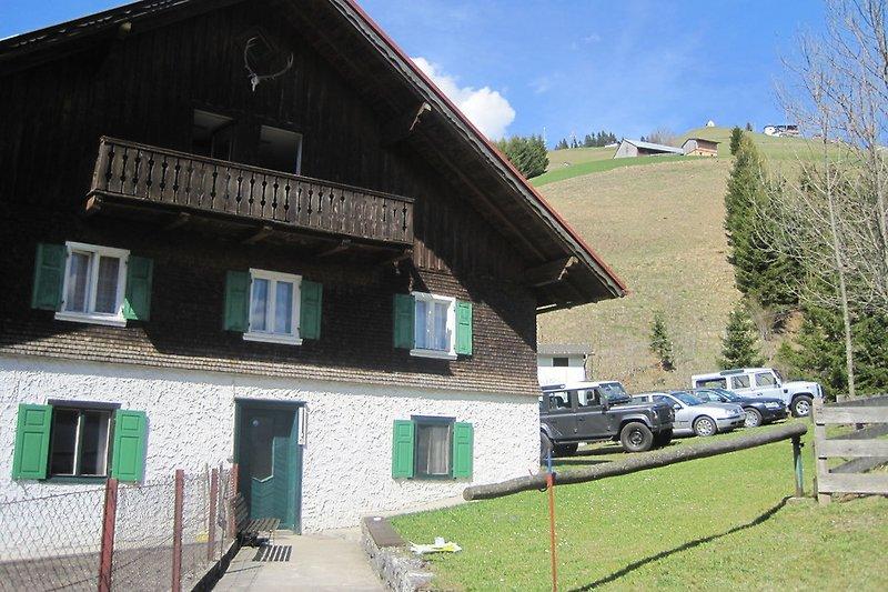 Haus Bergfried im Sommer