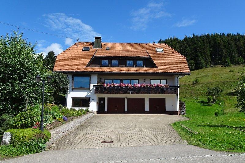 Aussenansicht Haus Gisela im Sommer