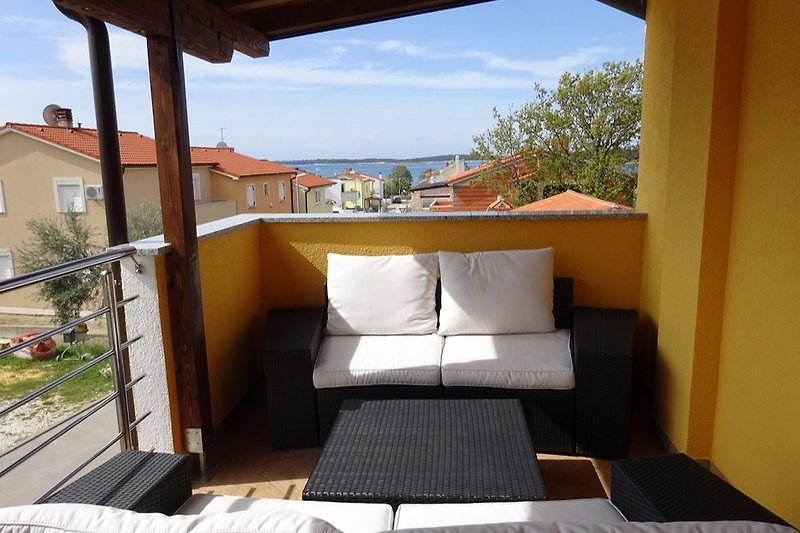 Balkon mit Blick aufs Meer