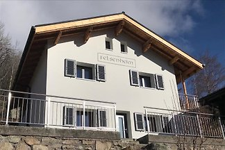 The chalet is located in the hamlet of RIed and offers a comfortable  apartment, extensively renovated in 2018, which offers a great starting point for all holidays.