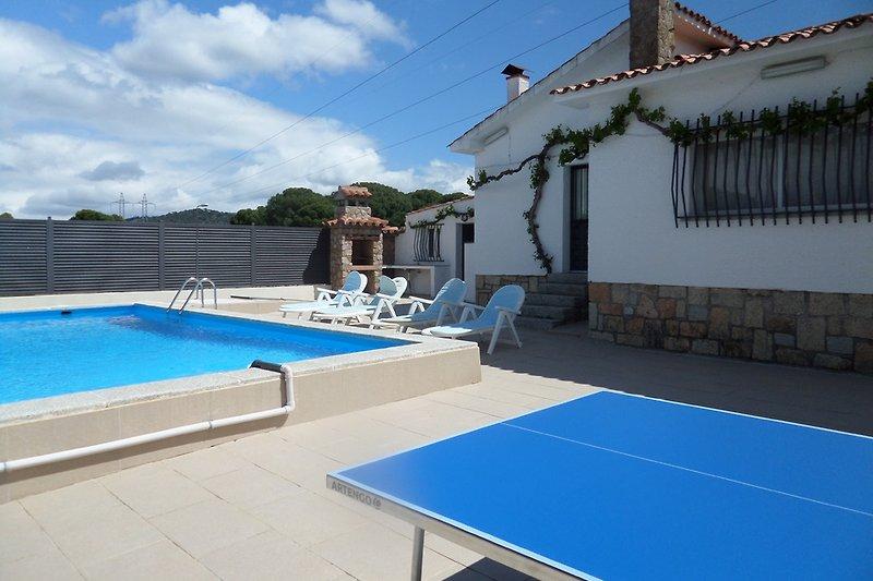Tischtennis, Solarium, Pool und Grill