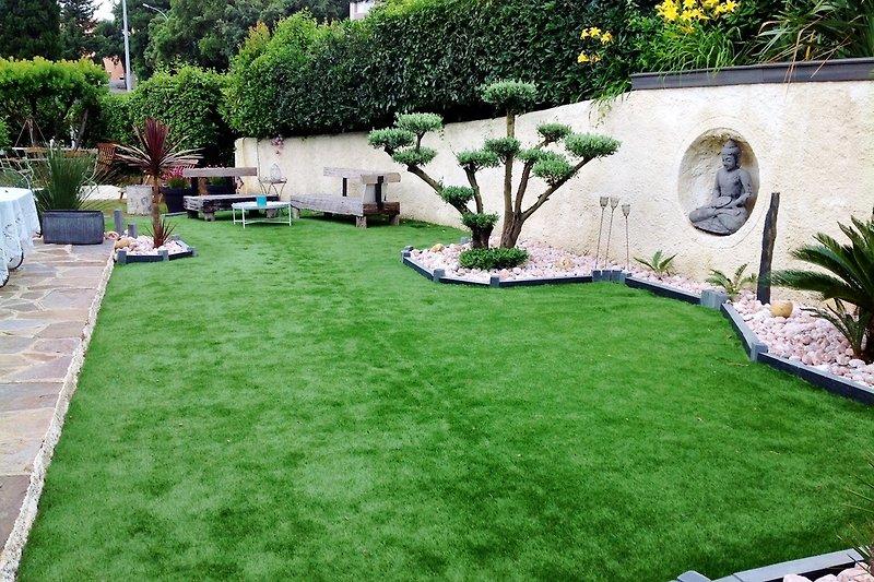 Sudlandliches und gepflegtes Garten